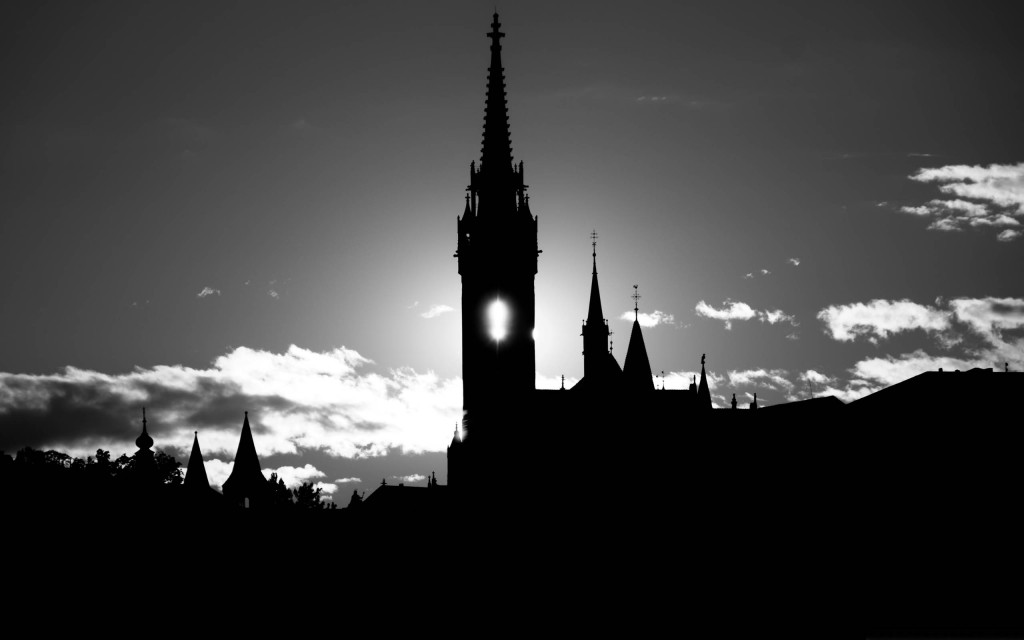Matthias-Church-Silhouette-BW.jpg